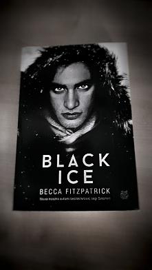 KOCHAM.  Jest to książka naprawdę warta uwagi!  Opowiada o dziewczynie, która...