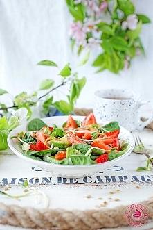 Sałatka ze szpinaku i truskawek - Wypieki Beaty