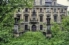 Pałac w Roztoce (woj. dolnośląskie) – opuszczona barokowa rezydencja w Roztoc...