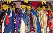 Porządki w szafie wieszaczki na apaszki