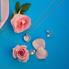 Prezent, który sprawi radość każdej kobiecie, a zwłaszcza te wyjątkowej - mamie. Biżuteria Pandora ma piękną, najnowszą  kolekcję :) Kobieca i delikatna- jak moja mama ;)