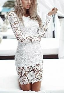 biała krótka sukienka koronkowa