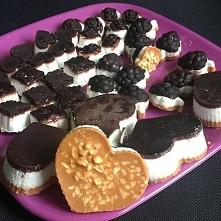 Domowy wyrób czekoladek :) Przepis na blogu: ketoreva.blogspot.com