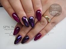 Aubergine i pięknie błyszczący Stardust  Nails by Monika, Studio Magnetic Nai...