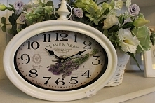 Zegar w metalowej obudowie w kolorze białym o wymiarach 26x28cm .