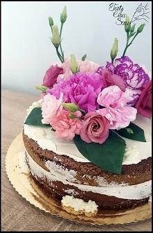 Naked cake z kwiatami