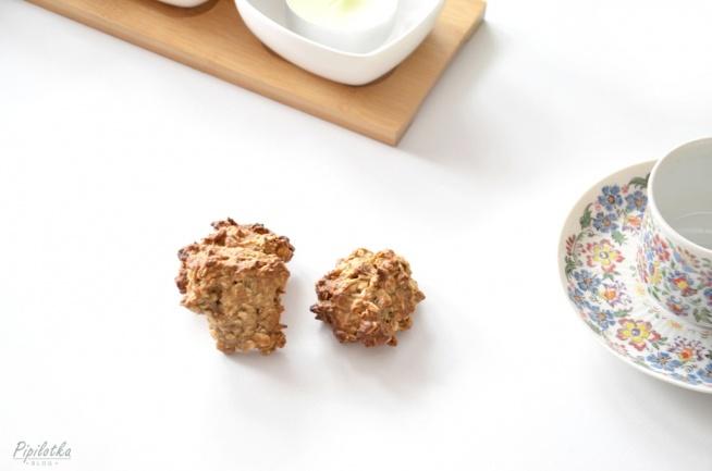 Przepis na najlepsze ciastka owsiane bez cukru. Dwie wersje - mniej i bardziej kaloryczne. Kliknij w zdjęcie!
