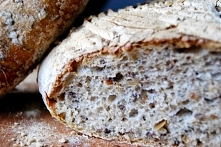 Chleb z ziarnami na zakwasi...