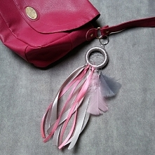 Ręcznie wykonana zawieszka do torebki.. Fb: Moni Handmade Ig: @recznerobotkimoni