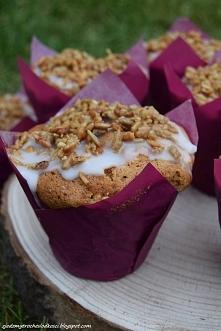 Muffinki z jabłkiem i rabarbarem