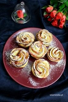 Pieczone róże z jabłek i ciasta francuskiego  ***przepis po kliknięciu na zdj...