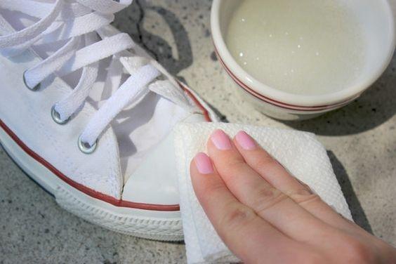 Jak wyczyścić białe trampki? _ o to kilka sprawdzonych sposobów znajdziesz na twojediy.pl