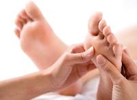 Odpowiedni masaż stóp, pomaga nie tylko na stopy...