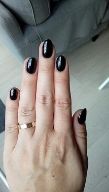 Pure black z Neonail w najczystszej postaci.