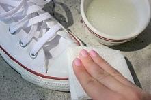 Jak wyczyścić białe trampki...