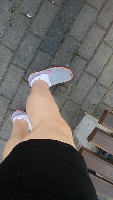 Noga musi być :)