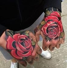 róże na dłoniach