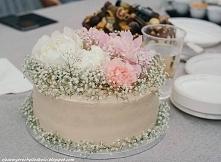 Tort z frużeliną truskawkowa i kremem Milky Way.