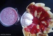Placuszki z tostera :) z sosem truskawkowym    Składniki: mąka tortowa [1 szklanka] cukier [4 łyżeczki] proszek do pieczenia [1 łyżeczka] jajka [1 szt.] mleko [0.25 szklanki] ol...