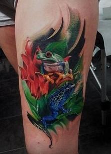 dwie żaby tatuaże na udzie