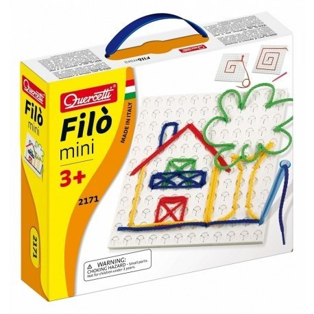 Witajcie, będziemy używać sznurówek:)  Za pomocą wyszywanki Quercetti 2171 Filo Mini można narysować piękne obrazki z kolorowych sznurówek.  Wystarczy wsunąć do specjalnego pióra sznurówkę, wcisnąć samo zamykające się szczeliny na tablecie i zacząć tworzyć linie.  Można spokojnie używać sznurówek domowych:)  Proces jest odwracalny:)
