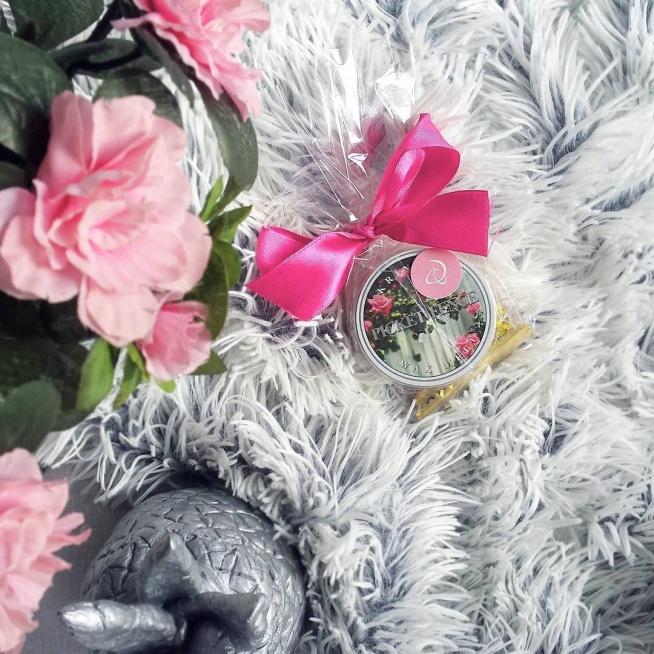 Dzisiaj dotarł do mnie mały prezent od Dresscloud - w sam raz na umilenie weekendu! Wosk Kringle Candle o pięknym, wiosennym zapachu <3 Przy okazji zapraszam na DC - aktywny link znajdziecie w moim bio! :)