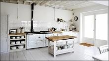 Kuchnia z jadalnią w rustykalnym stylu z domieszką skandynawskiego klimatu.