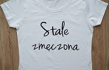 """Koszulka z napisem """"Stale zmęczona"""". Ręcznie malowana specjalnymi f..."""