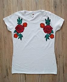 Koszulka z ręcznie malowanymi kwiatami. Używam do tego specjalnym farb do tka...