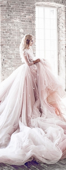 Królewska suknia ślubna