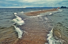 Rewa Mew (woj. pomorskie)- Rybitwia Mielizna- wąska mielizna długości około dziesięciu kilometrów, przecinająca z południa na północ Zatokę Pucką i łącząca Cypel Rewski na połud...