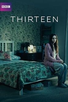 THIRTEEN (2016) - Pięcioodcinkowy miniserial od BBC Three. Rzecz zaczyna się w momencie, gdy główna bohaterka, Ivy Moxam (Jodie Comer), ucieka z domu, w którego piwnicy była wię...