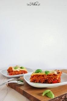 Lasagne z mięsem mielonym i sosem beszamelowym. Przepis po kliknięciu w zdjęc...