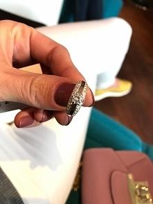 Śliczny pierścionek za srebra i złota z cyrkoniami Gloria 393. Znajdź na nasz...