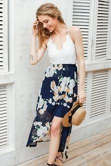 Śliczna zwiewna sukienka. Idealna na letni spacer po plaży. Kliknij w zdjęcie, żeby kupić.