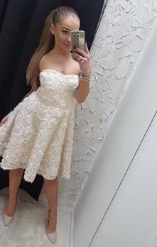 Przepiękna sukienka w różę ...