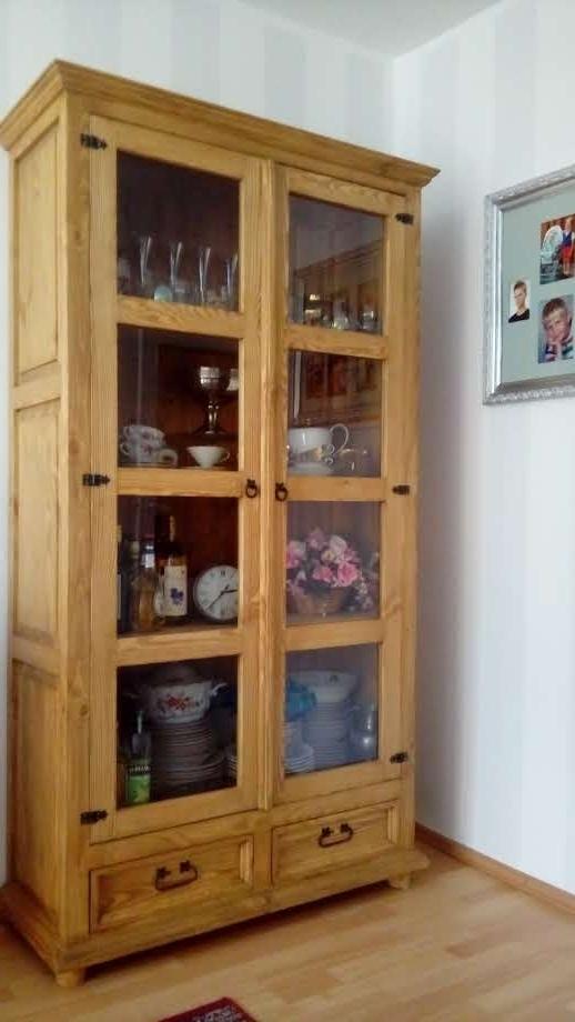 woskowana witryna z litego drewna