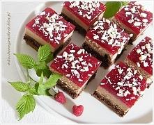 Sernik czekoladowy z kremem wafelkowym i musem malinowym (przepis klik w zdję...