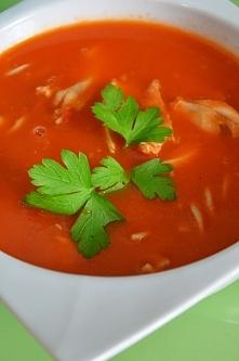 Pomidorówka - z makaronem pełnoziarnistym. Klasyka sama w sobie, uwielbiam.