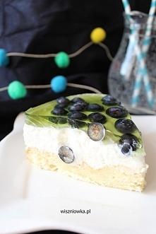 Torcik jogurtowy - lekki i pyszny, w sam raz na lato! Przepis na wiszniowka.pl