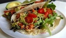 Tortilla z kurczakiem po meksykańsku z guacamole