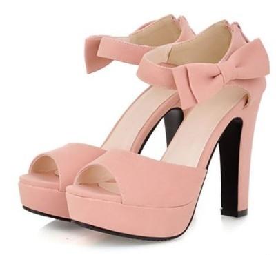 Piękne sandałki na słupku. Świetnie na letnie wesele. Kliknij w zdjęcie, żeby kupić.