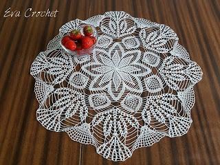 Biała serweta o średnicy 55 cm. Ozdobi każdy stół:-) Idealna dla prezent dla mamy czy babci.