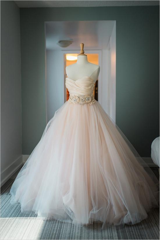 Portal Weselnapolska Najpiękniejsze suknie ślubne, inspiracje i pomysły.