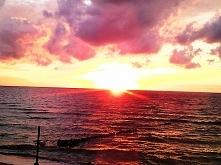 Słońce zachodzi w morzu się...