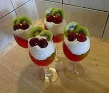 Deser z galaretką i owocami  przepis po kliknięciu w zdjęcie