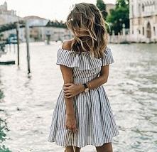 Stylizacje z sukienką na la...