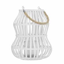 Biały, elegancki, metalowy lampion posiadający uchwyt ułatwiający przenoszeni...