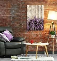 Obraz z motywem desek i lawendy. Piękna, stylowa dekoracja do salonu.