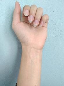 hybrydy, żele czy tradycyjny lakier do paznokci? jaki jest Wasz ulubiony kolorek na pazurkach? :3